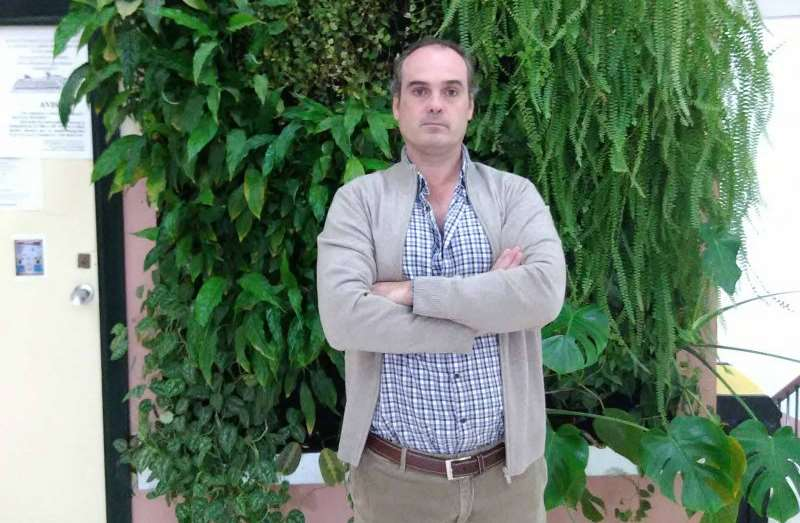 El investigador de la Universidad de Sevilla Emilio Ramírez Juidías, uno de los inventores del fotobiorreactor
