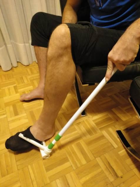 El calzador de calcetines Este dispositivo es ergonómico y está diseñado para poder utilizarlo con una sola mano. Foto: Fundación Descubre