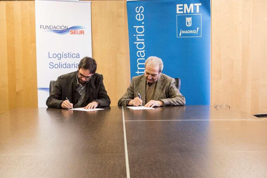 Firma de la renovación de la colaboración entre la EMT Madrid y Tapones para una nueva vida