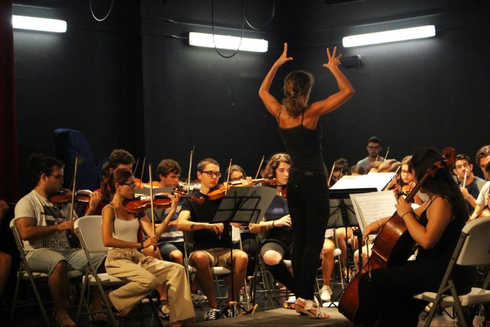 La Academia Orquestal de Málaga permite que los jóvenes puedan poner en práctica todo lo aprendido en los conservatorios y prepararlos como músicos para participar en una orquesta