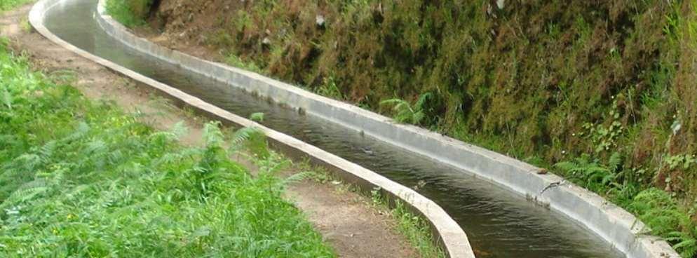 El sistema público de distribución de agua de riego en Madeira es enormemente complejo con más de 30.000 usuarios asociados y unos 47 canales de distribución de agua en alta (levadas)