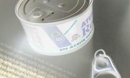 Crean un bioplástico con piel de tomate y celulosa para recubrir el interior de las latas