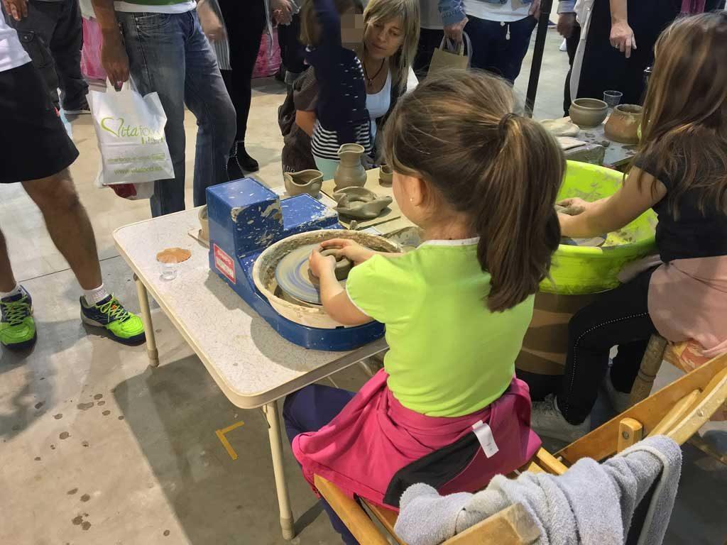 Los pequeños podrán participar en actividades educativas, como la alfarería o huertos educativos