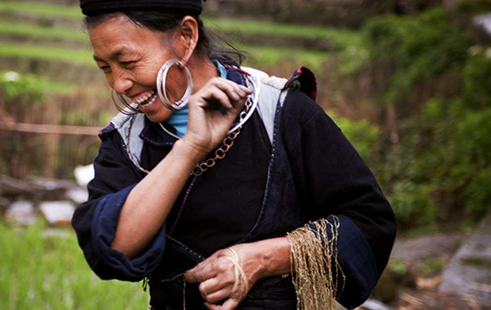 El estudio revela que la felicidad de los inmigrantes que acoge un país es similar a la de los ciudadanos nativos