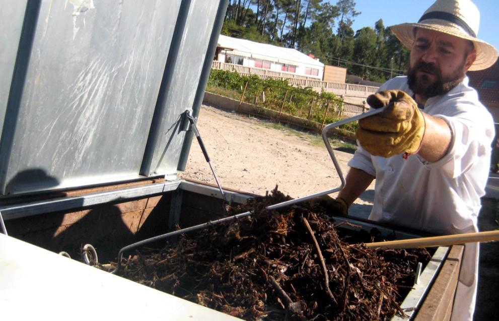 """El proyecto de compostaje comunitario """"Revitaliza"""", del que forma parte activa la ONG Amigos de la Tierra, es pionero en la gestión de residuos a nivel estatal"""