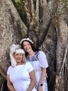 "Karen Cooper ha decidido ""casarse"" con un ficus centenario de Fort Myers"