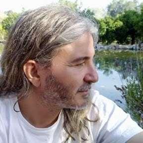 Javi del Rosario (Javier González del Rosario) es un cantante muy comprometido con la conservación del paraje natural delArraijanal