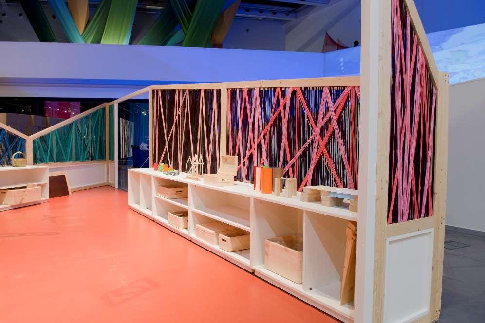 'Construcciones, pequeñas piezas, grandes creaciones', es una zona para dar rienda suelta a la curiosidad y la creatividad con materiales sencillos y reciclados