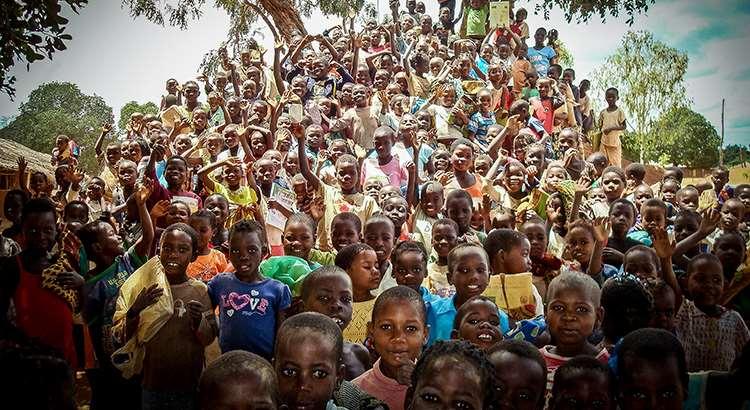 Niños de Escuelas de la Paz de África