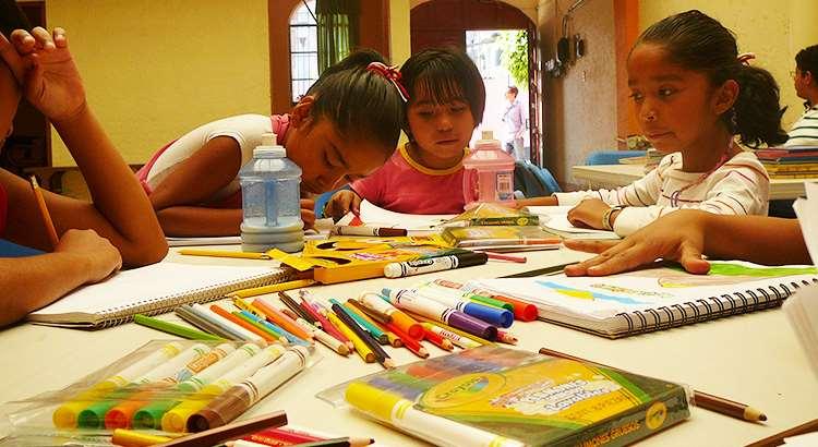 Niños de Escuelas de la Paz de sudamérica