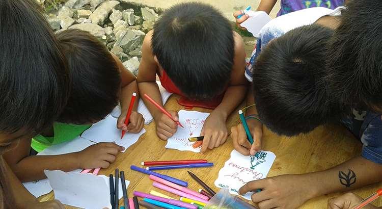 Niños de Escuelas de la Paz de Asia