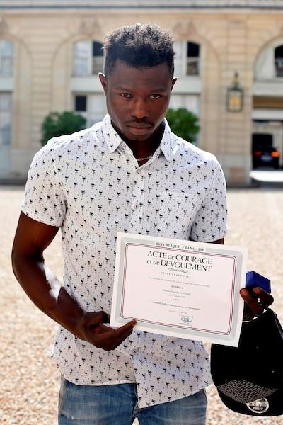 Mamoudou Gassama, joven Malí reconocido por su acto valiente.
