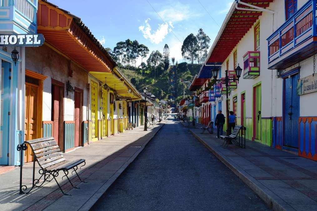 Un total de 614 proyectos en los ámbitos del desarrollo económico, los derechos humanos y la gobernanza democrática han beneficiado a 300.000 personas de 220 municipios pertenecientes a 19 departamentos colombianos
