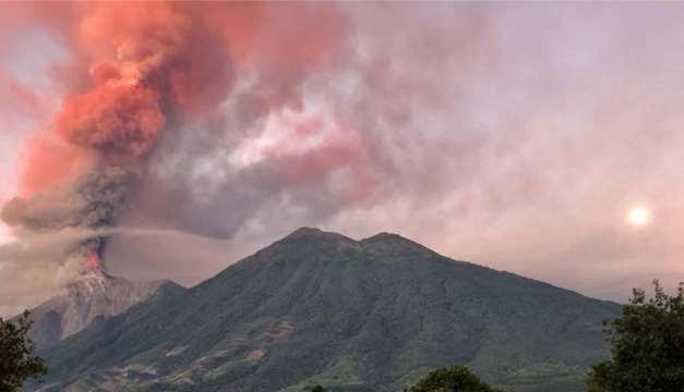 La explosión del Volcán de Fuego del pasado domingo 3 de junio, produjo un río de lava incandescente y espesas nubes de humo