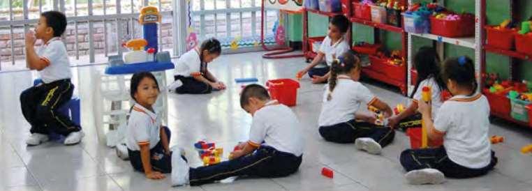 La Fundación Padre Arrupe ha creado un colegio español en el que educa a 1.450 niños en riesgo de exclusión social