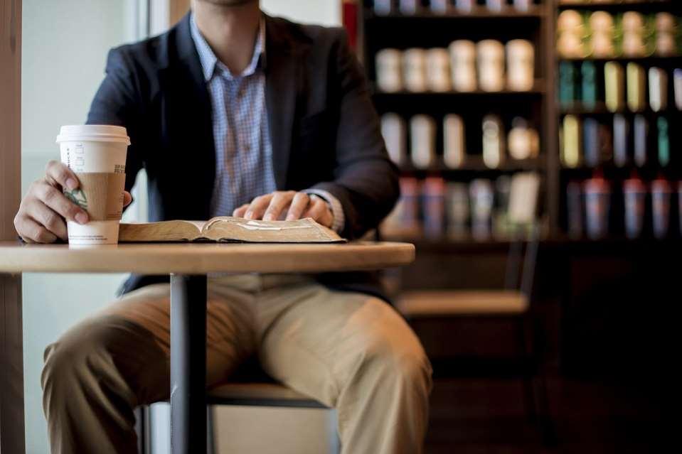 Starbucks se ha comprometido a usar únicamente huevos de gallinas libres de jaula