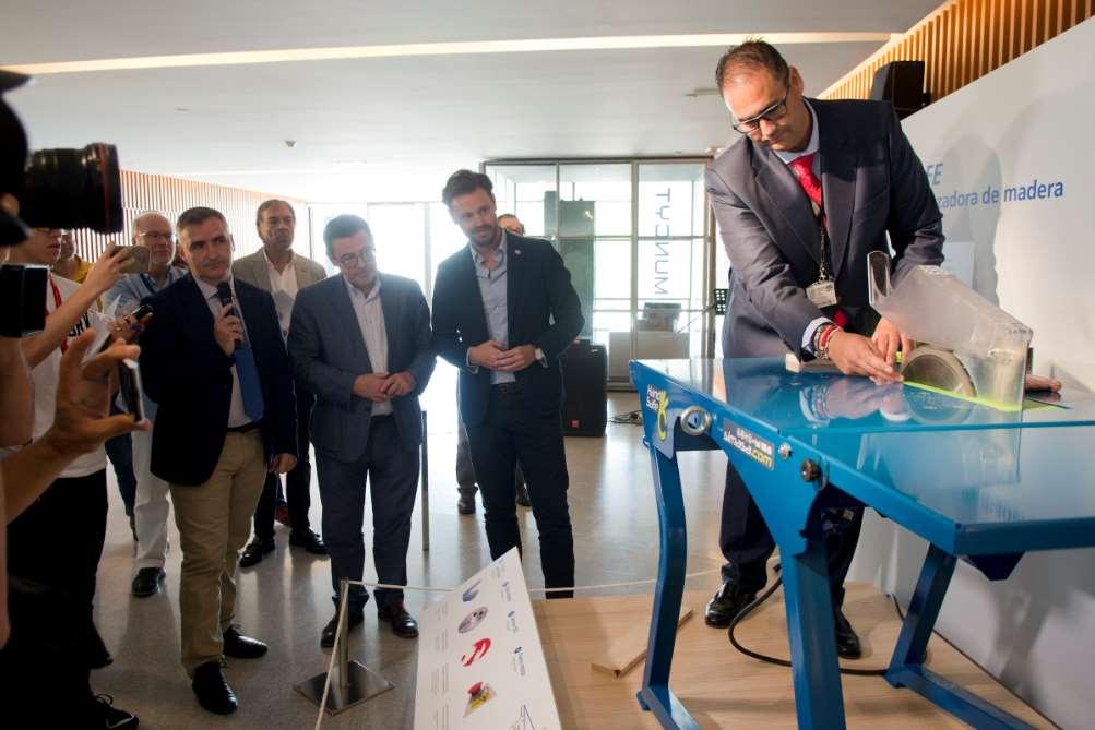 """Ayer se presentó en el Pabellón Cultura de la Prevención del Parque de las Ciencias de Granada """"Handsafe"""" el nuevo dispositivo de seguridad en máquinas cortadoras de madera"""