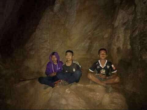 Los niños atrapados en la cueva de Tailanda meditando ante la espera de ser rescatados