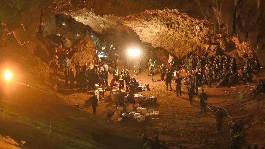 Imagen del rescate de los niños atrapados en la cueva de Tailandia