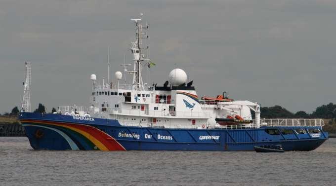 El barco Esperanza de Greenpeace llega a España para promover la protección de nuestro litoral