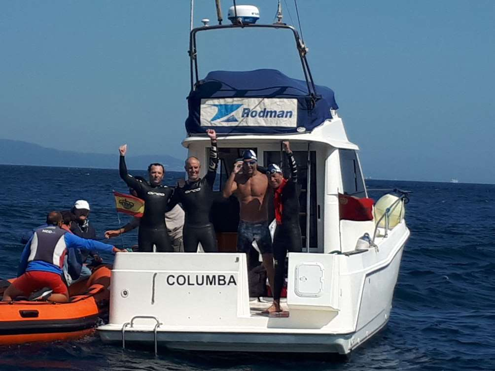 Los cuatro deportistas solidarios de Swimming contra el Cáncer. Foto cortesía de Correos