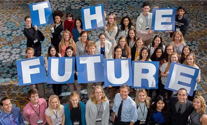 """El Dr. Neal Barnard, también fue fotografiado con varios estudiantes presentes, que sostenían carteles que deletrean la palabra """"Futuro"""""""