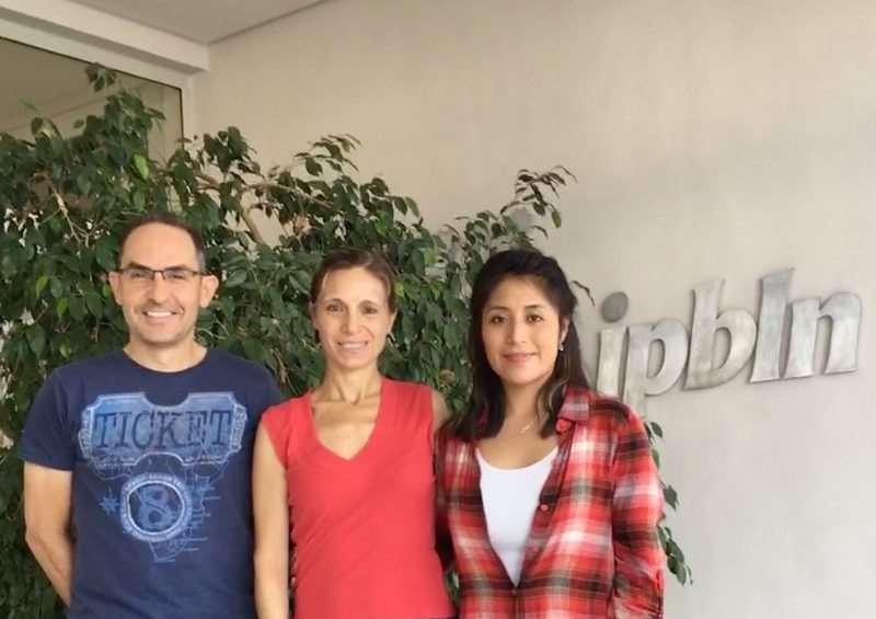 De izquierda a derecha, Juan Carlos Morales, Elena González-Rey y Norma Adán, parte del equipo de investigación del Instituto López-Neyra. Foto: Fundación Descubre