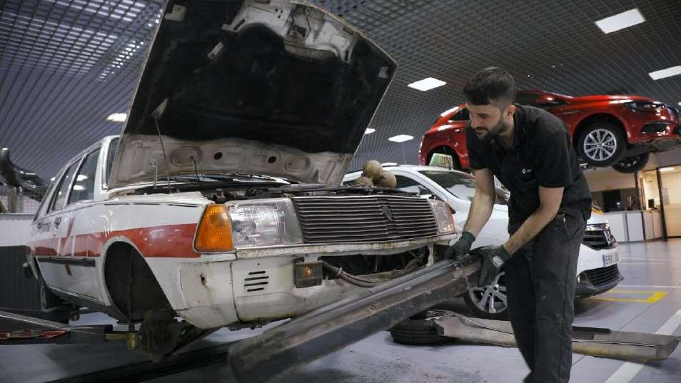 Cruzo Roja restaura el primer coche médico con el proyecto Kilómetros de Vidas