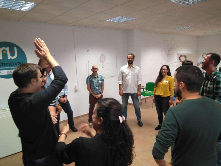 La jornada del viernes se inició con un tiempo de encuentro entre las empresas que ya están alojadas en el espacio colaborativo de la Noria y las que tienen interés en hacerlo, a cargo de SergioÁlvarez-de-Neira, de Facilitando.