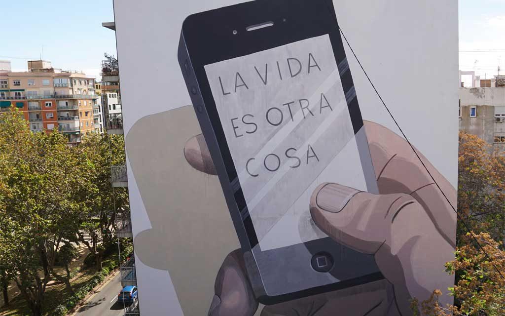 Greenpeace despliega un mural gigante en Valencia por el Día de las Ciudades