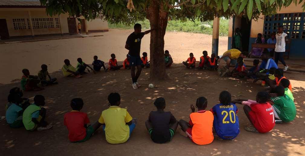 En Zambia, Red Deporte comienza su actividad en 1997, impulsando la autoconstrucción de instalaciones deportivas