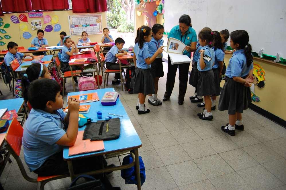 1.500 alumnos en riesgo de exclusión social se forman cada año en el Colegio Padre Arrupe, centro que la Fundación construyó hace 20 años en Soyapango