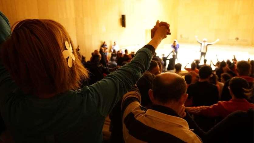 Las funciones de este año han destacado porun alto grado de participación de los asistentes, quienes dejaron patente queesta función de teatro es un claro espejo de la sociedad