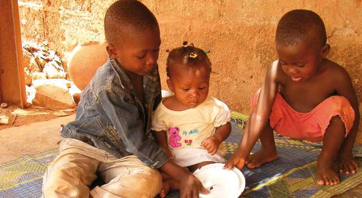 Según Acción contra el hambre, una gestión segura de las heces tanto humanas como animales, para evitar que los niños y niñas menores de cinco años contraigan una diarrea o una infección intestinal que puede desencadenar un episodio de desnutrición aguda