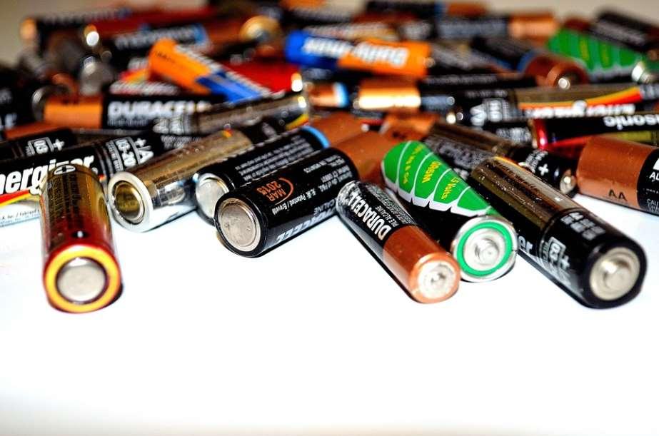 Los niños de las escuelas comprenden a la primera que, si no reciclan las pilas, nuestros mares se contaminarán más