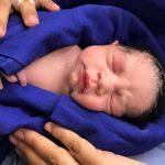 Nace el primer bebé con vida tras un trasplante de útero