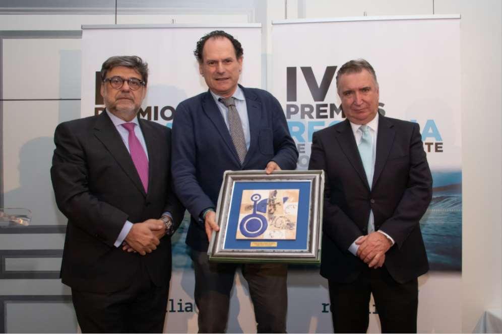 El viceconsejero de Medio Ambiente de la Junta de Andalucía recoge uno de los IV Premios Recyclia
