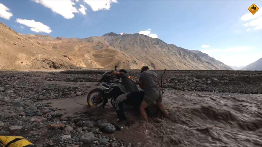 Charly Sinewan muestra el verdadero rostro de los habitantes de Tayikistán