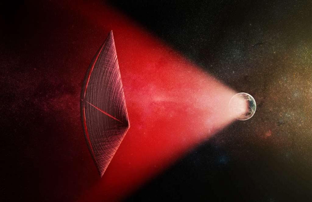 Ilustración de una vela ligera impulsada por un haz de radio (en rojo) generado en la superficie de un planeta. La fuga de estos haces a medida que se desplazan por el cielo podría aparecer como ráfagas de radio rápidas (FRB). Foto: Sinc / M. Weiss / CfA