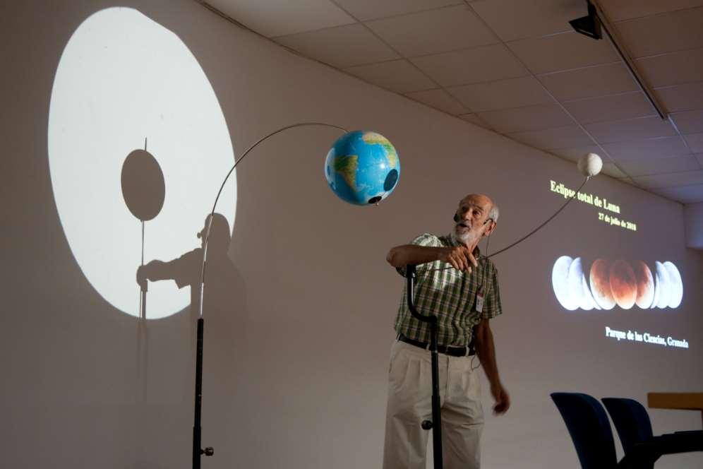 Desde hoy viernes 18 y hasta el domingo 20 de enero todas las sesiones del Planetario del Parque de las Ciencias de Granada incluirán una breve charla que ayudará a comprender mejor el eclipse lunar del 21 de enero