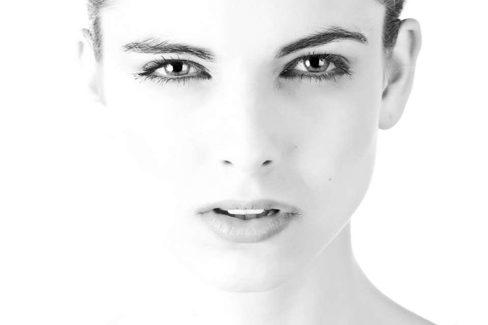 Elácido hialurónico permite el tratamiento de las arrugas, rejuvenecimiento facial y armonización del rostro