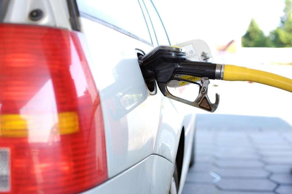 Las ONG firmantes de la propuesta de Ecofiscalidad reformar las tasas sobre los hidrocarburos para penalizar a los combustibles más contaminantes, entre otras medidas