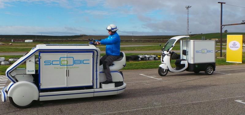 Un nuevo vehículo eléctrico (Scoobic) para el reparto de paquetería llega