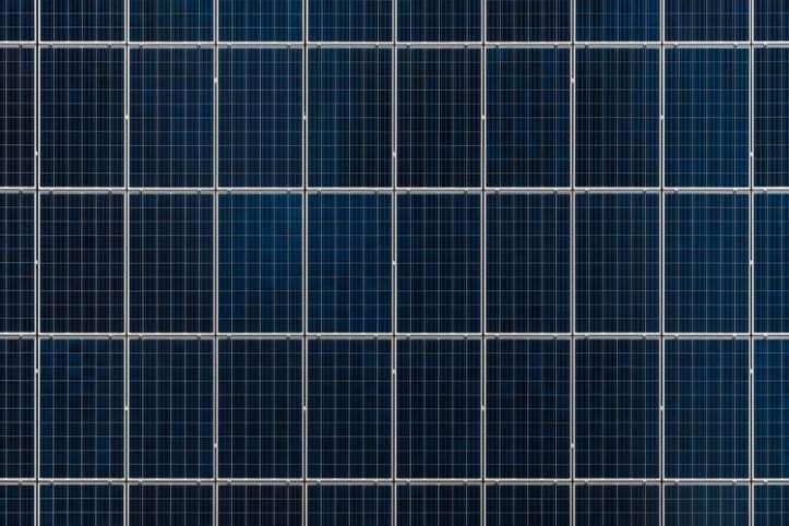 Científicos de la Universidad de Burgos demuestran que los paneles fotovoltaicos en las fachadas también son eficaces