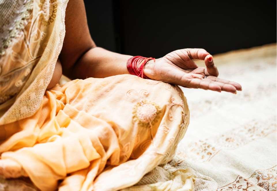 Existe consenso sobre la consideración tradicional del yoga como método psicofísico de autoconocimiento con importantes aspectos filosóficos, espirituales y éticos
