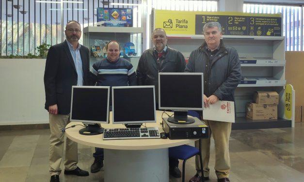 Correos donó material de informática y móviles a 90 centros del país