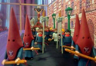 Los clicks salen de procesión en el Mercado del Juguete de Madrid