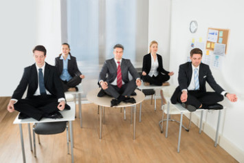 El trabajo y el yoga son perfectamente compatibles. ¡Recomendamos 3 asanas!