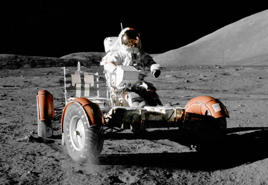El guante de Eugene Cernan el último hombre que pisó la luna en el Parque de las Ciencias