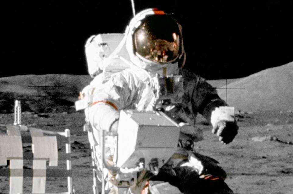 Hoy sábado, día once de mayo, estará expuesto en el Parque de las Ciencias de Granada el guante de Eugene Cernan, el último astronauta que puso un pie en la Luna.